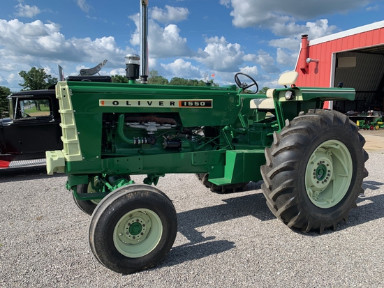 1966 Oliver 1550 Utility Tractor