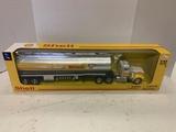 Kenworth W900 1/32 Diecast Shell Fuel Tanker