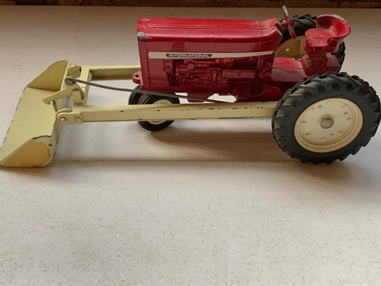 International Tractor w/ Loader