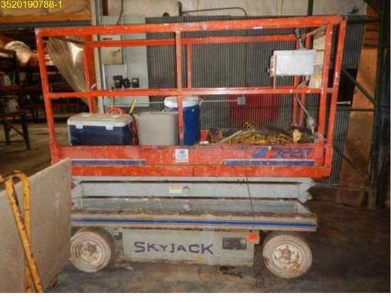 Insurance Claim: 1997 Sky Jack SJ3220 Scissor Lift