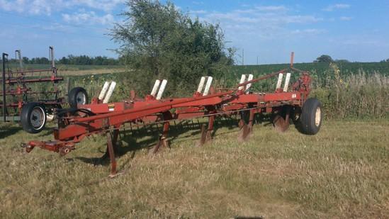IHC 720 5x18 plow with clod buster harrow