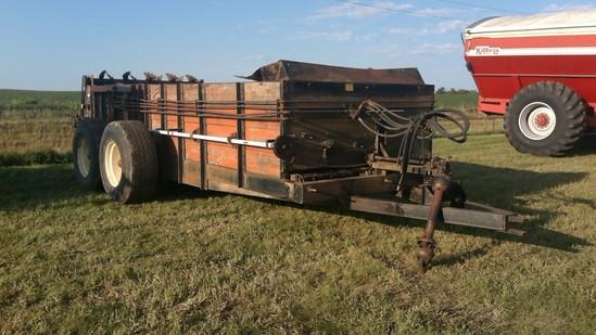 Meyers 550 manure spreader