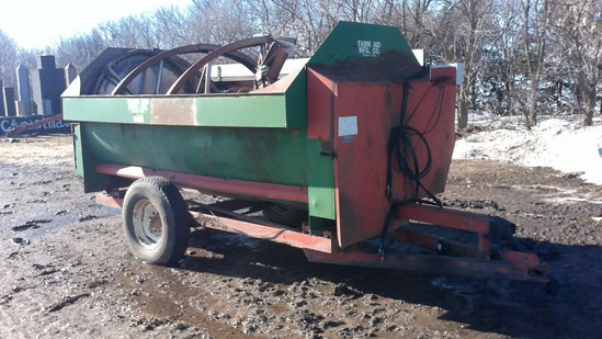 Farm Aid 340 Mixer Feeder Wagon