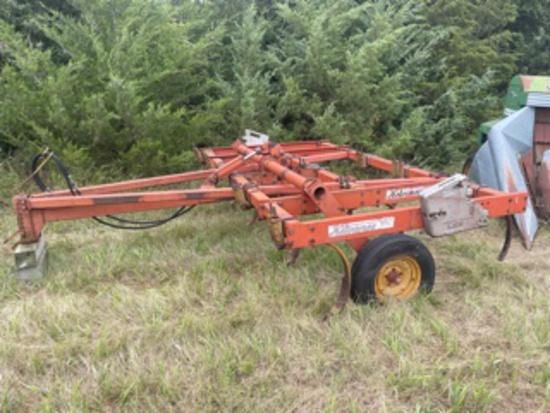 Kewanee 190 Pull Type 12' Chisel Plow