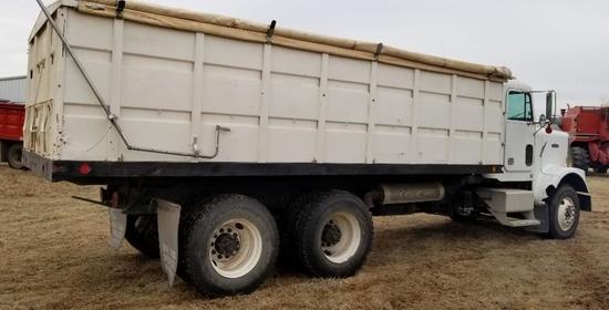 Freightliner w/Grainbed