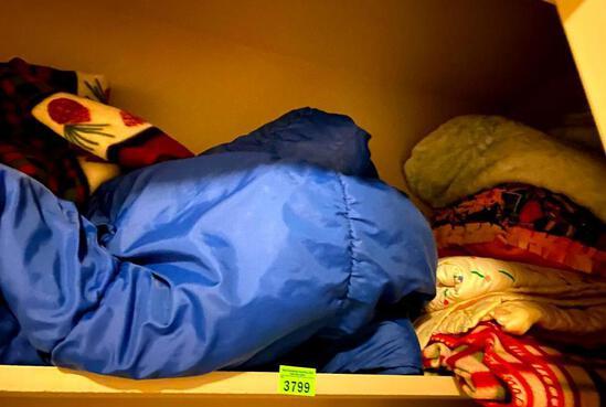 Sleeping/Blankets