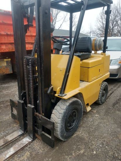 CAT Industrial 499a Towmotor