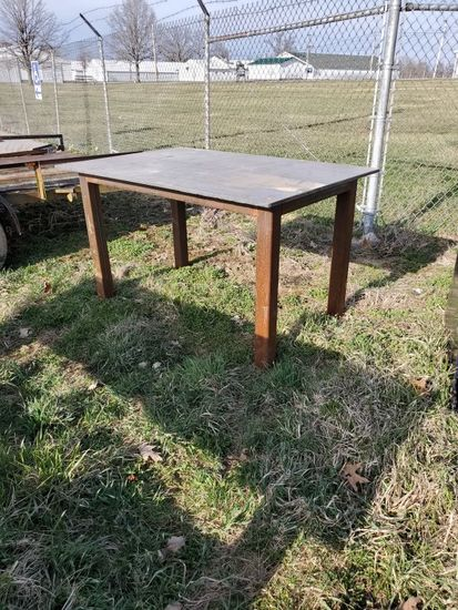 Heavy duty steel work bench
