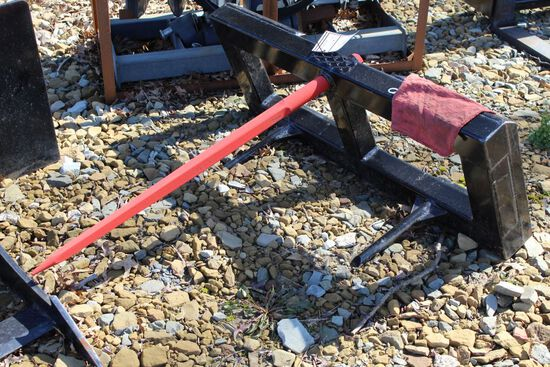 Skid loader bale spear