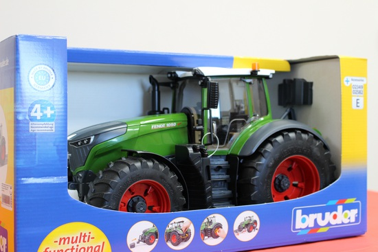 1/16 Fendt Vario 1050 Tractor. Donated by AC McCartney