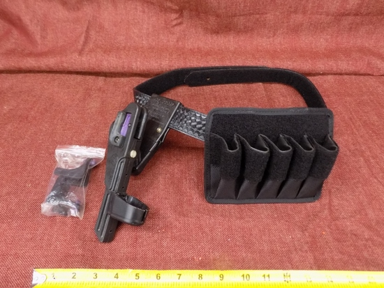 Leather outer belt with speed holster and mag pouch