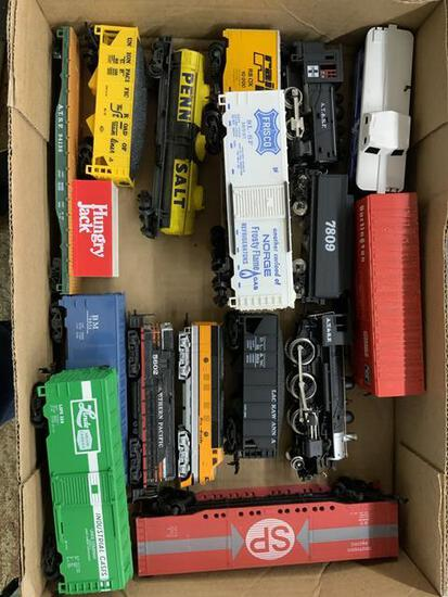 16 pieces Ho & N scale train cars