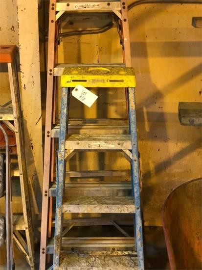 1 - 6ft & 1- 4ft fiber glass ladder