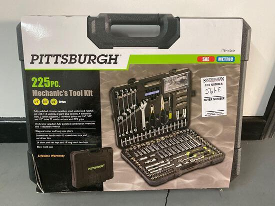 NEW 225 Piece Mechanic Tool Set