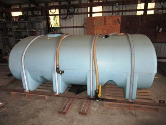 2000 Gallon Water/Fert. Tank