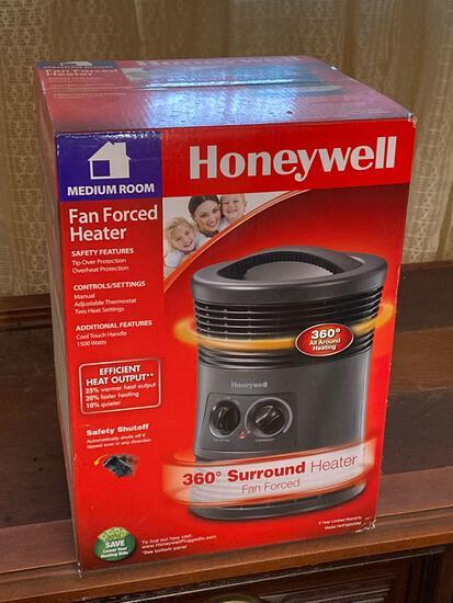 New In Box Honeywell 360 Fan Forced Space Heater