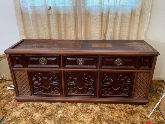 Vintage Magnavox Record Player Cabinet With Records