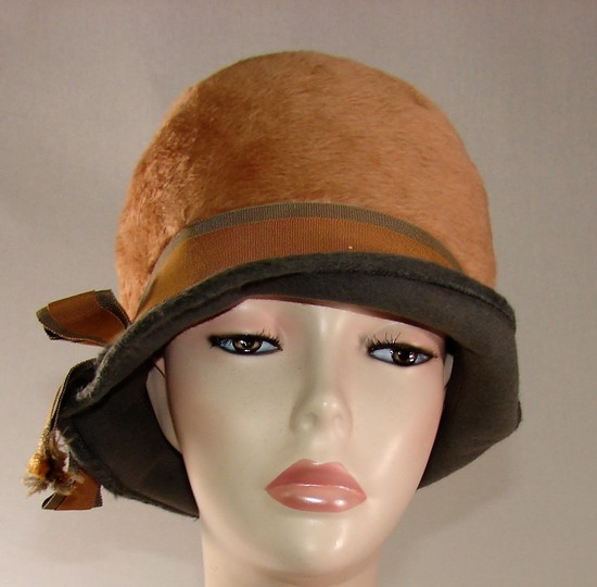 Vintage Ladies 1920s Grey And Blonde Brushed Felt Cloche With Grosgrain Two Tone Ribbon