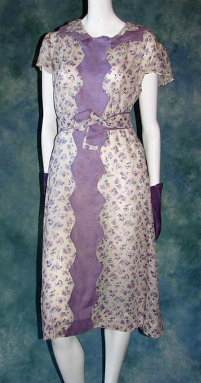 Vintage 1920s Ladies Floral Print Dress In A Linen Swiss Dotted Fabric
