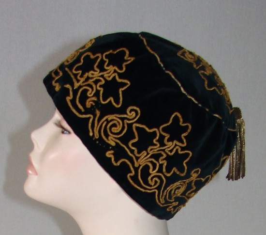 Vintage Ladies 1920s Royal Blue Velvet Cloche With Gold Bouillon Tassel
