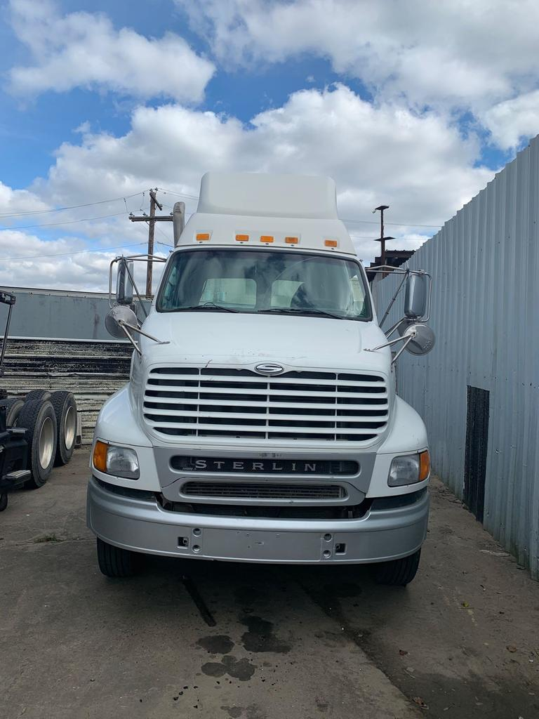 Lot: 2007 Sterling AT9500 T/A Day Cab Truck Tractor | Proxibid Auctions
