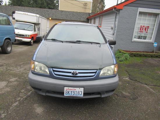 2001 Toyota Siena Mini Van Runs & Drives Great (has body damage)156534 NO SHIPPING
