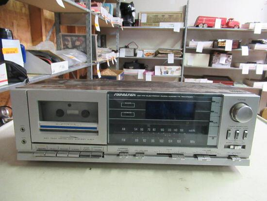 Soundesign AM/FM Clock Cassette Player