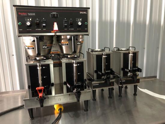 Bunn coffee maker. with 4 warmers