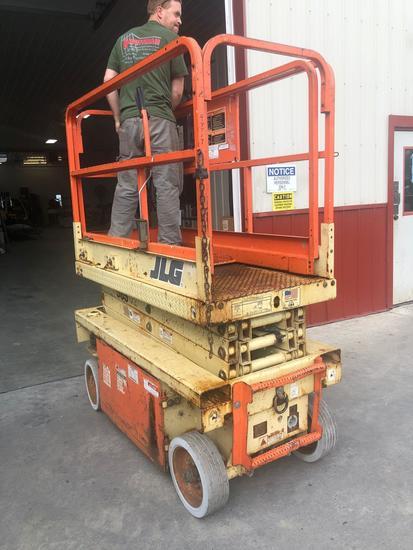 JLG 19 ft scissor lift