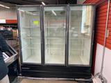 Master Bilt 3-door glass-door cooler