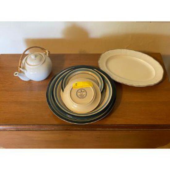 Trend Blue Plates & White Porcelain Teapot