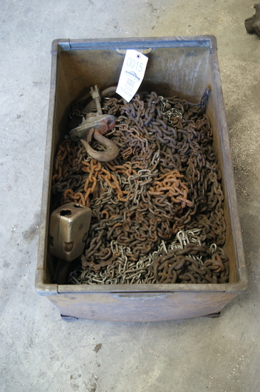 Box of short chains & hoists