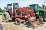 International 986 tractor w/ front loader