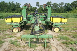 John Deere 7200 conservation 12 row vacuum planter w/ markers