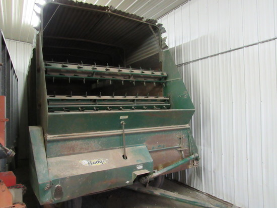 Badger 1416 tandem axle silage wagon walking tandems