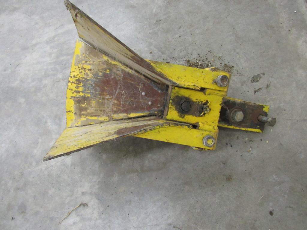 Quick attach silage wagon hitch