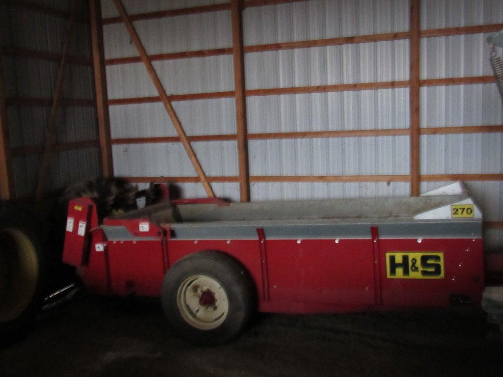 H&S 270 manure spreader double beater(like new)