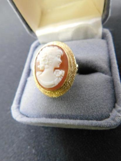 Shell Cameo Ring Set in 18K Yellow Gold