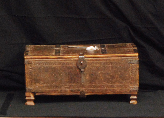 """Antique Footed Dowry Chest 15x11x6.75"""", 6.5-lbs"""