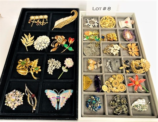 32 Vintage and Costume Broaches and Key Chains