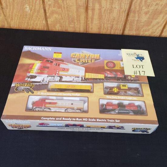 BACHMANN CANYON CHIEF HO SCALE ELECTRIC TRAIN SET