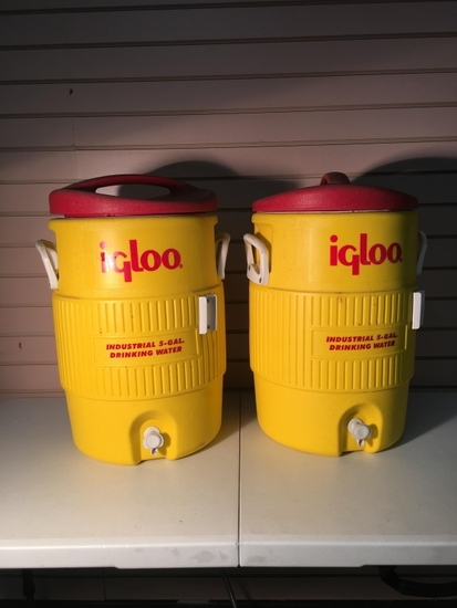Industrial Igloo 34 Quart Drink Dispensers