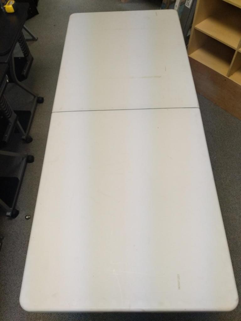 6 ft folding plastic table