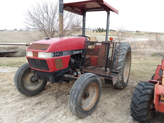 Case IH 3220 Utility Tractor