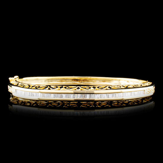 18K Gold 1.97ctw Diamond Bangle