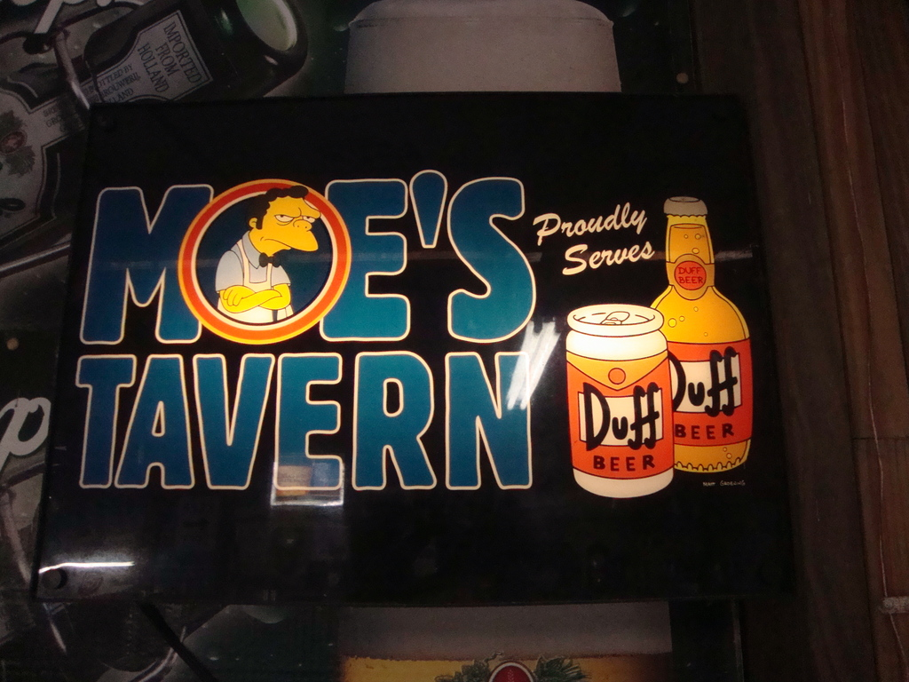 "Moe's Tavern ""Duff"" beer light"