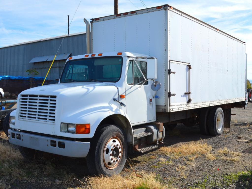 1990 International 4900 Truck W/ 22'box & 3500 Lbs Lift Gate