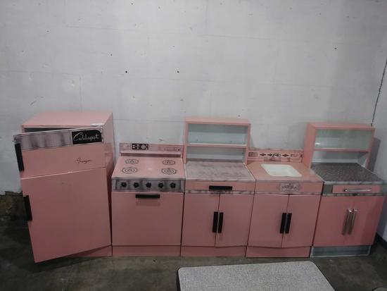 (8) Piece Set Wolverine Pink Kenmore Tin Childs Kitchen set