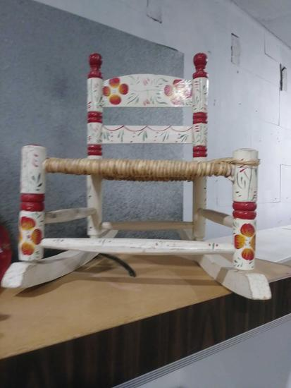 (1)CHILDS DOLL ROCKING CHAIR