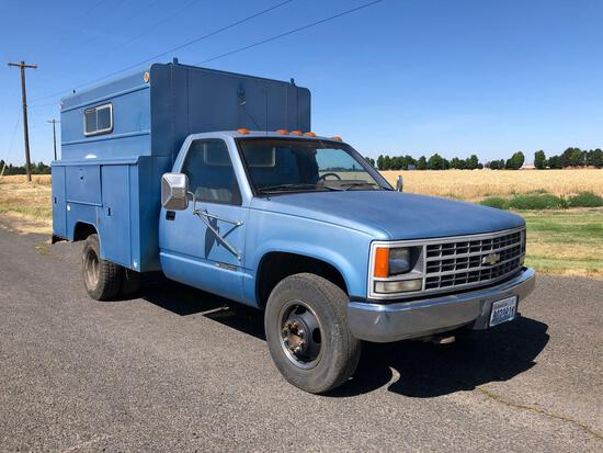 1990 Chevy 3500 1 Ton Dually Box Truck w/ Walk in Job Box/ Utility